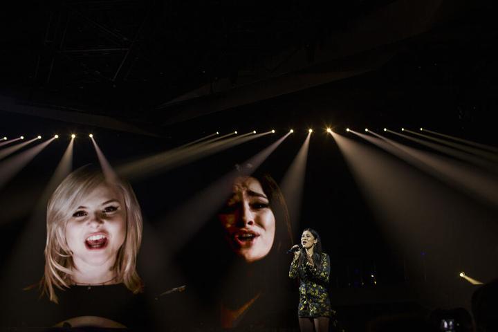 """Die Sängerin Laurita Spinelli, Mitglied des deutschen Duos """"Sisters"""", tritt bei einer Probe im Vorfeld des Eurovision Song Contest 2019 auf."""
