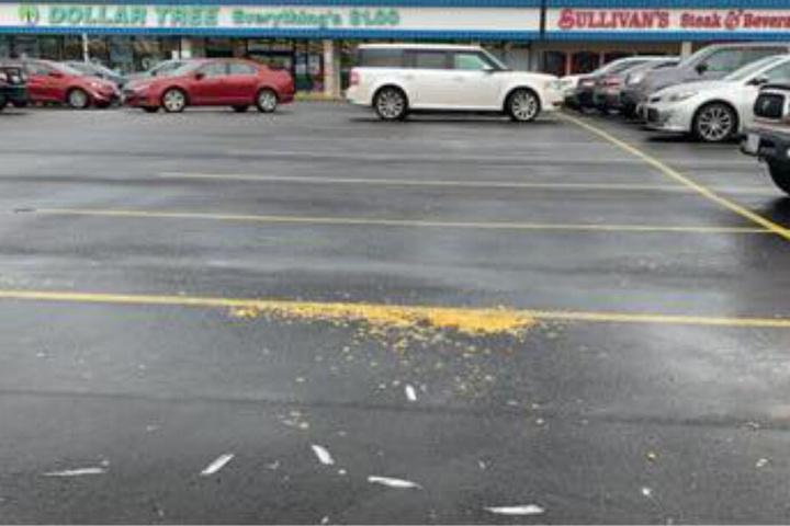 Der Tatort nach dem Verbrechen: Die Möwen wurden entfernt, das Popcorn liegt noch auf der Straße.