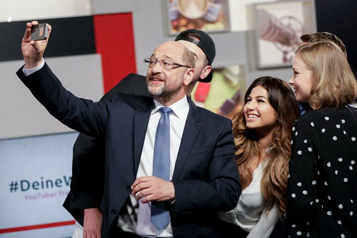 Am Ende gab es noch ein Selfie mit Martin Schulz und den YouTubern, das er auf Twitter hochstellte.