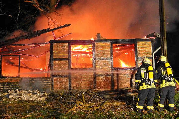 Zwischenzeitlich brannte die Scheune lichterloh.