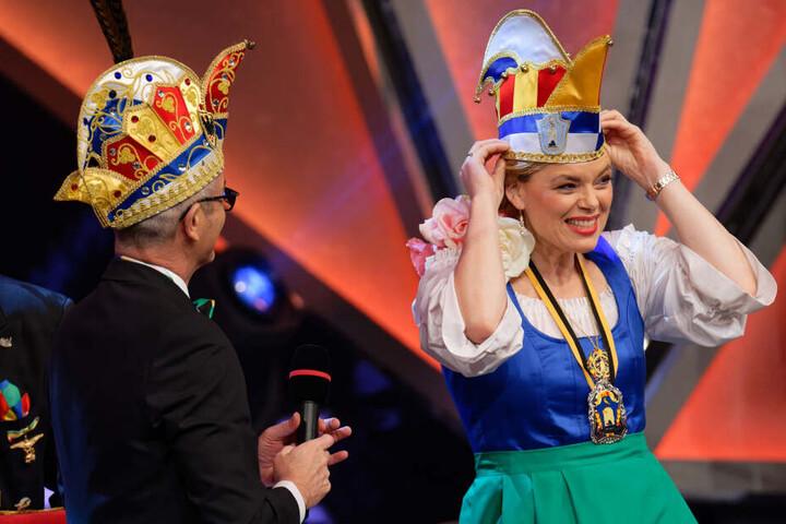 Die Ministerin hatte sichtlich Gefallen an der Karnevalsveranstaltung in Aachen.
