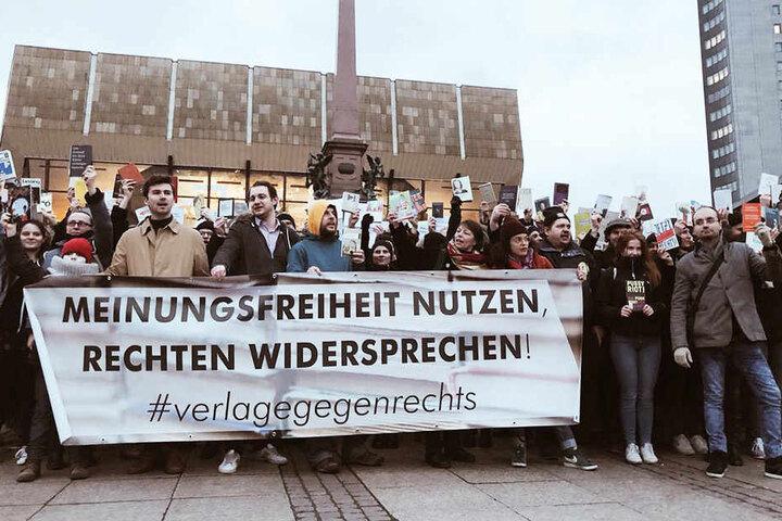 Etwa 300 Menschen beteiligten sich an der Protestaktion.