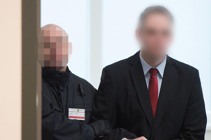Das Gericht sah es als erwiesen an, dass die Gruppe insgesamt fünf Sprengstoffanschläge auf Flüchtlingsunterkünfte und politische Gegner in Freital und Dresden verübt hat.