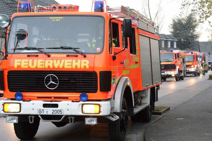 Die Feuerwehr rückte mit einem großen Tross an.