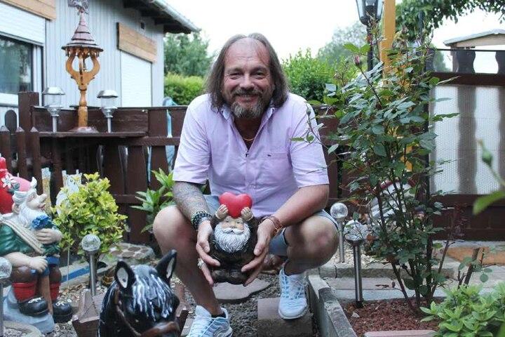 Der spirituelle Buddhismusliebhaber Norbert hofft in Sachen Liebe auf eine religiöse Offenbarung.