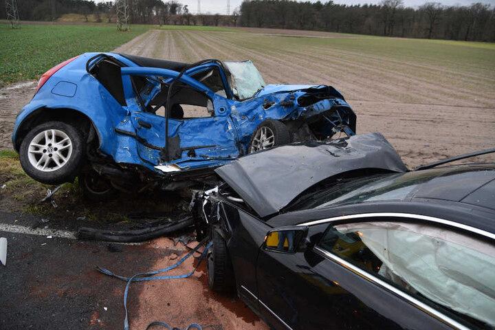 Der Lenker (40) des Mercedes kam ins Krankenhaus.