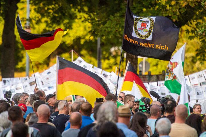Der Aufmarsch von Pro Chemnitz kam auf rund 450 Teilnehmer.