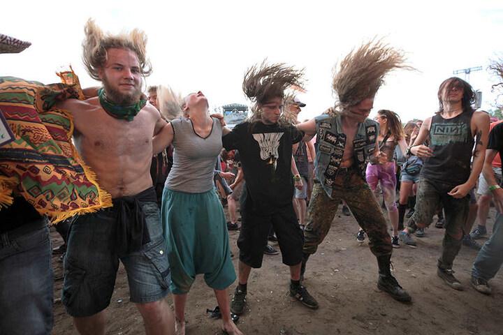 Beim exzessives Headbanging verletzten sich mitunter einige Festivalbesucher.