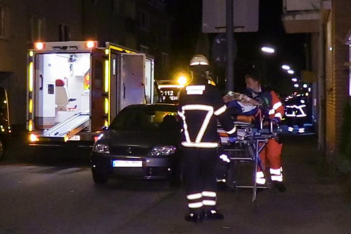 Der Verletzte wurde mit einem Rettungswagen ins Krankenhaus gebracht.