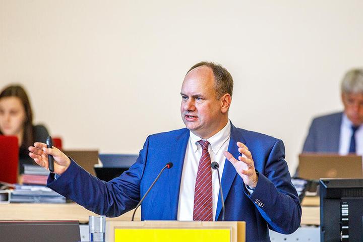 Krempelt die Verwaltung um: OB Dirk Hilbert (47, FDP).