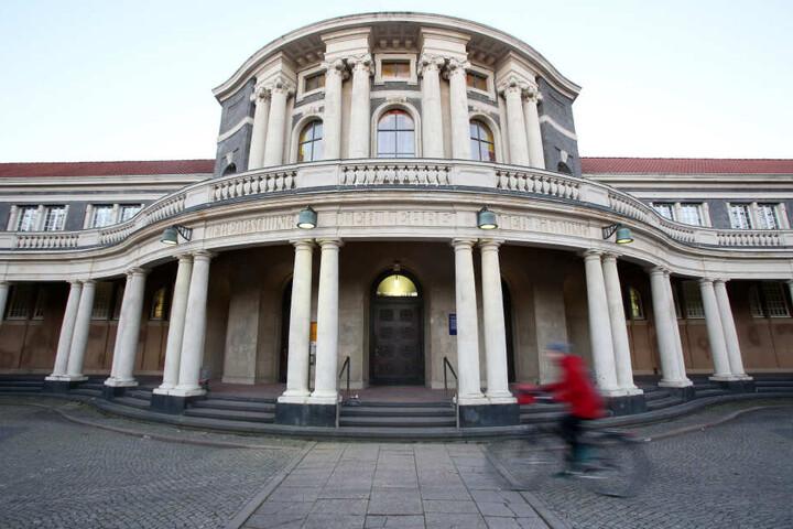 Das Hauptgebäude der Universität Hamburg: Auch hier hatte sich der Betrüger eingeschrieben.
