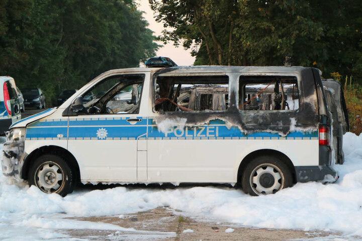 An den abgebrannten Autos und einer Lagerhalle entstand ein Schaden von rund 750.000 Euro.