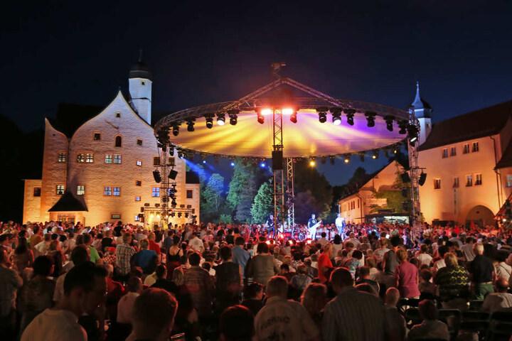 """Dank Konzerten wie """"Schlager des Sommers"""" zählte das Wasserschloss  Klaffenbach knapp 100.000 Besucher."""