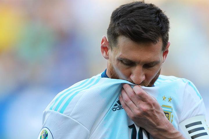 Messi war mit einigen Entscheidungen des Schiedsrichtergespanns nicht zufrieden.