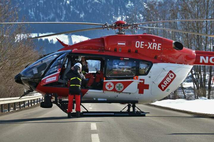 Die zwei Schwerverletzten wurden mit dem Hubschrauber ins Krankenhaus gebracht.