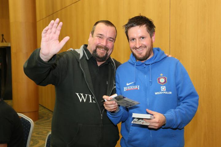 Erinnerungsfoto: FCE-Trainer Hannes Drews (r.) mit Kay-Jörg Kaulfuß.