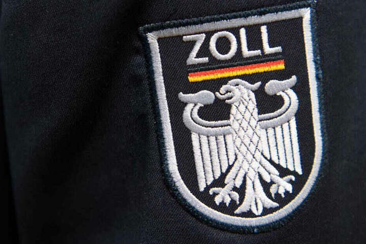 """500 Gramm der Designer-Droge """"3-MMC"""" sowie eine Fein-Waage und 28.40 Euro hatten die Zoll-Beamten bei der Wohnungs-Druchsuchung gefunden."""