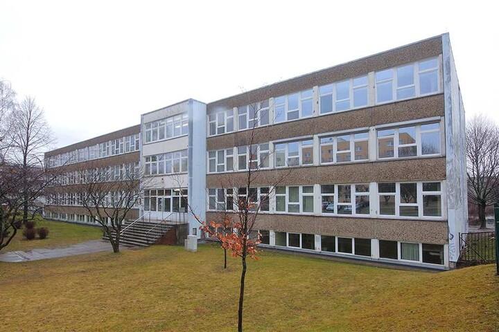 Momentan ist das Gymnasium Dresden Süd-West noch an den Leutewitzer Ring ausgelagert. Bei der Sanierung des neuen Standortes verhinderte das Rechnungsprüfungsamt unbedachte Ausgaben.
