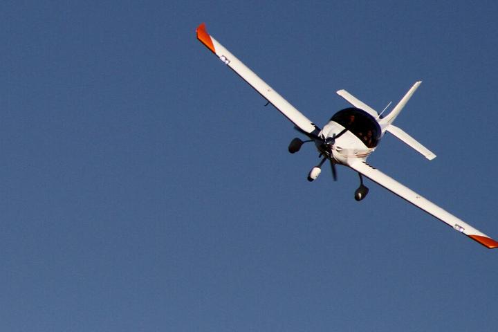 Der junge Flugschüler erlebte bei der Landung eine üble Überraschung. (Symbolbild)
