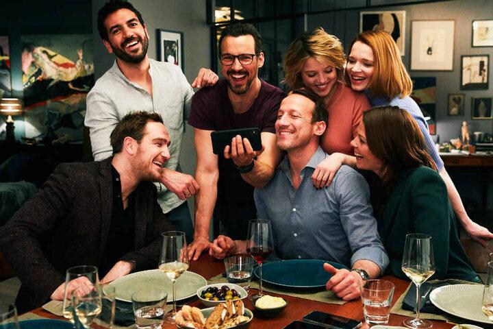 """Der deutsche Zuschauermagnet schlechthin: Das Starensemble von """"Das perfekte Geheimnis"""" hat bereits mehr als 4,5 Millionen Menschen in die deutschen Kinos gelockt."""