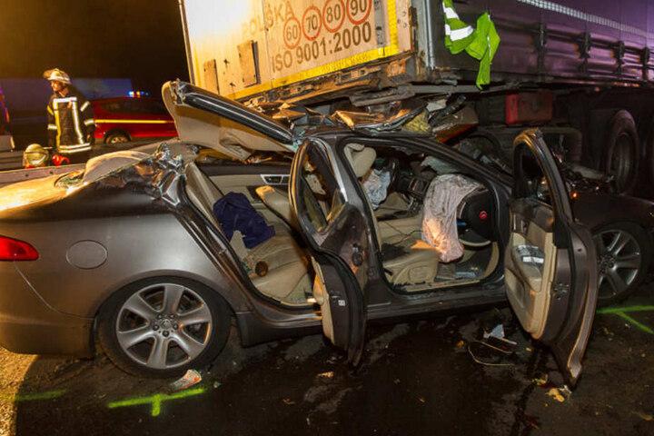 Der Jaguar war nach dem Crash nur noch ein Autowrack.