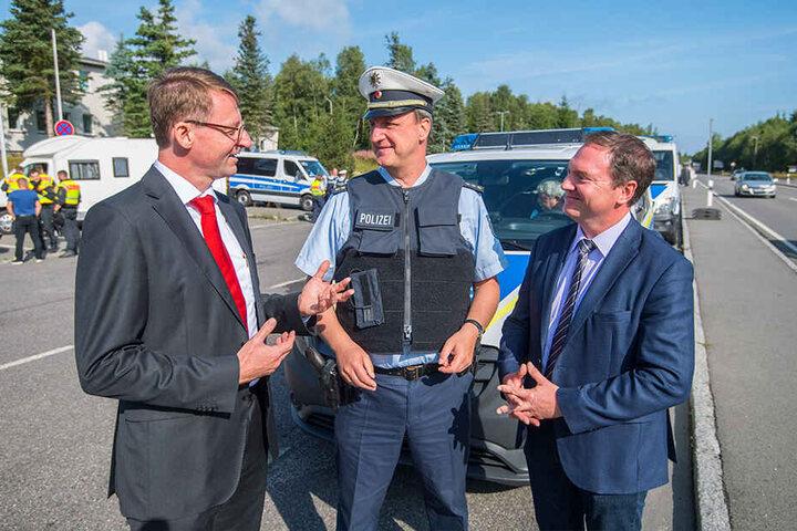 Sachsens Innenminister Roland Wöller (49, CDU) und Polizeidirektor Oliver Scharun (51) diskutieren über intelligente Grenzkontrollen.