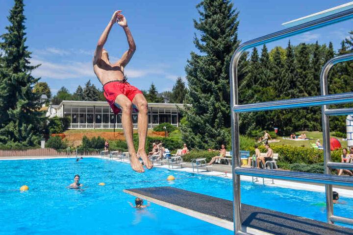 Im Freibad Wittgensdorf gibt es eine Sprunganlage.