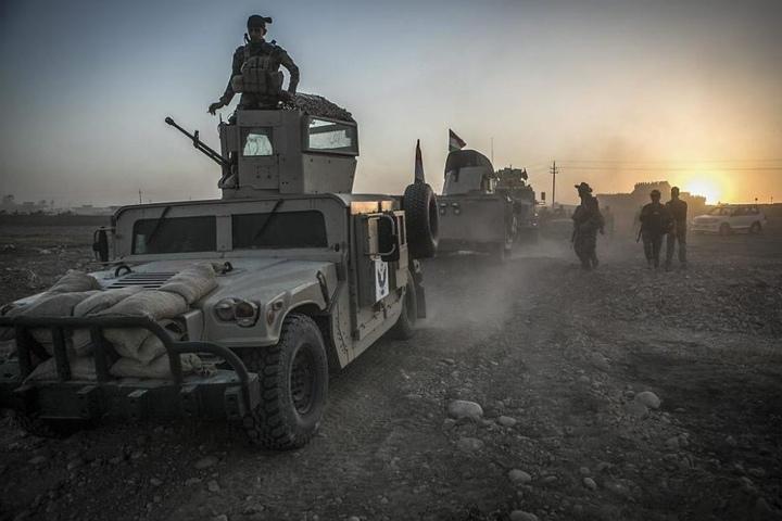 Nach dem Beginn der Großoffensive auf die IS-HochburgMossulrücken auch Peschmerga-Kämpfer auf die nordirakische Stadt vor.