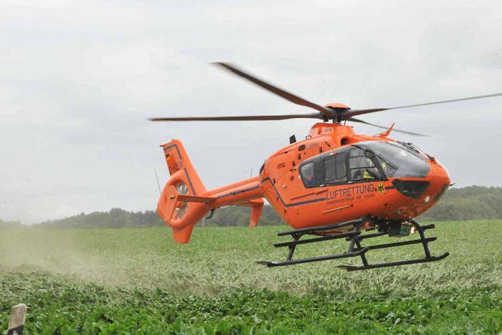 Der schwer Verletzt wurde mit einem Rettungshubschrauber in eine Kölner Klinik transportiert.