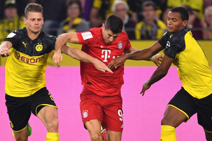 Robert Lewandowski (M.) und seine Teamkollegen vom FC Bayern München stehen unter Druck.