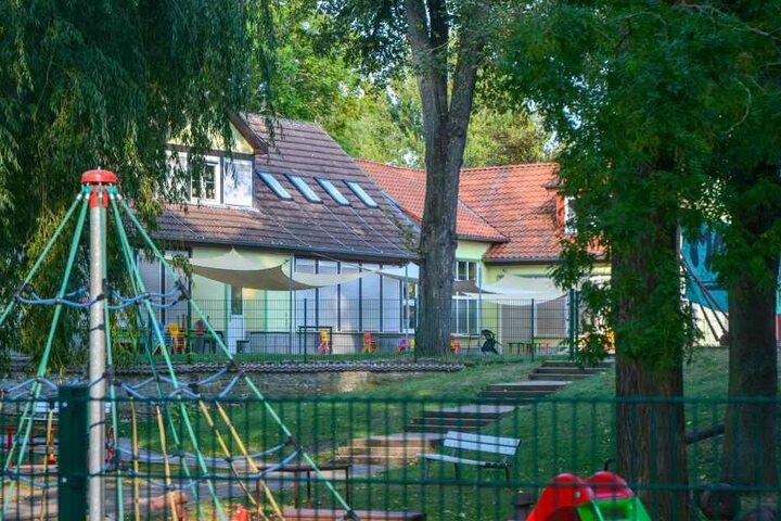 """In der Kita """"Sonnenschein"""" in Westeregeln südwestlich von Magdeburg soll Erzieher John E. (26) zwei kleine fünfjährige Mädchen sexuell missbraucht haben."""