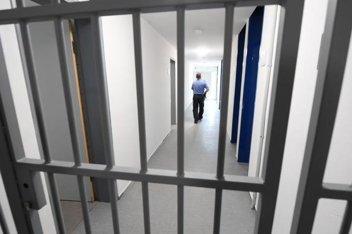Die Häftlinge verursachten in der Abschiebehaftanstalt einen hohen Schaden. (Symbolbild)