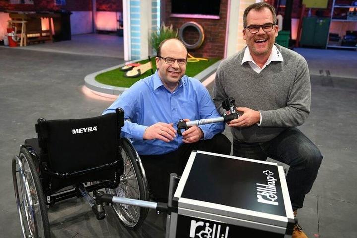 """Eduard Wiebe (links) und Andreas Neitzel gewinnen die Show mit ihrem """"Rollikup""""."""
