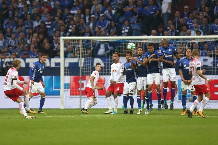Die Einwechslung von Emil Forsberg brachte nicht die erhoffte Wirkung. In der 50. Minute jagte er einen Freistoß übers Schalker Gehäus.