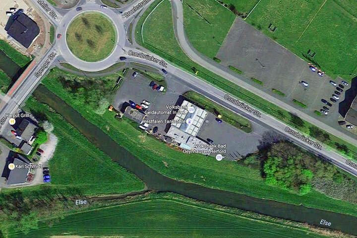 An der Westfalen Tankstelle in Bruchmühlen wurde der Tatverdächtige geschnappt.