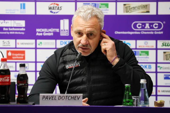 Zur Pressekonferenz nach dem Spiel möchte Pavel Dotchev endlich mal wieder über einen Punktgewinn seiner Mannschaft sprechen.
