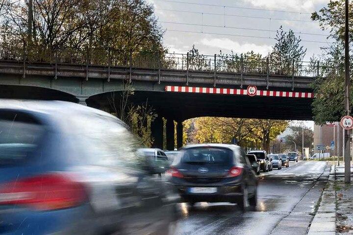 Chemnitzer wollen weitere Brücken vorm Abriss retten wie das Stahlkoloss über  die Augustusburger Straße.