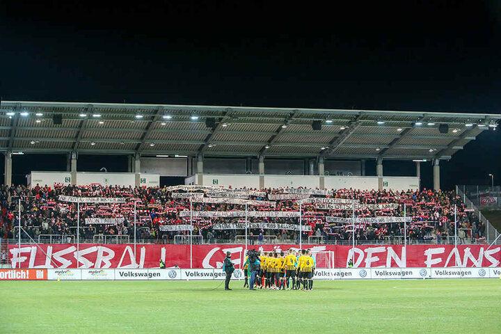 Weil bisher mehr Fans als kalkuliert ins Zwickauer Stadion kamen, wähnt man beim FSV die Finanzlücke nicht ganz so groß.