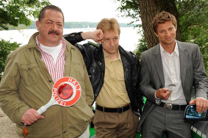 """Dreharbeiten für """"Rosenheim Cops"""" im Jahr 2009: Die Schauspieler Joseph Hannesschläger (l-r), Max Müller und Igor Jeftic."""