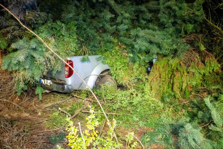 Das Auto war nach dem Crash kaum sichtbar.