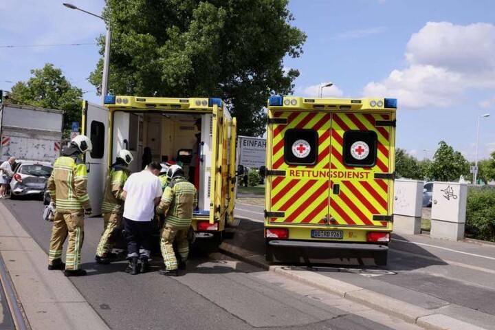 Mindestens vier Menschen wurden bei dem schweren Unfall verletzt.