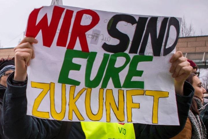 Die Demonstranten forderten eine bessere Zukunft.