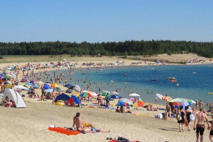 Am Bärwalder See werden sich die Ufer am Wochenende wieder füllen.
