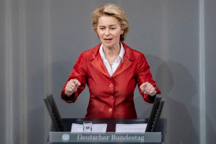 Bundesverteidigungsministerin Ursula von der Leyen spricht im Bundestag.