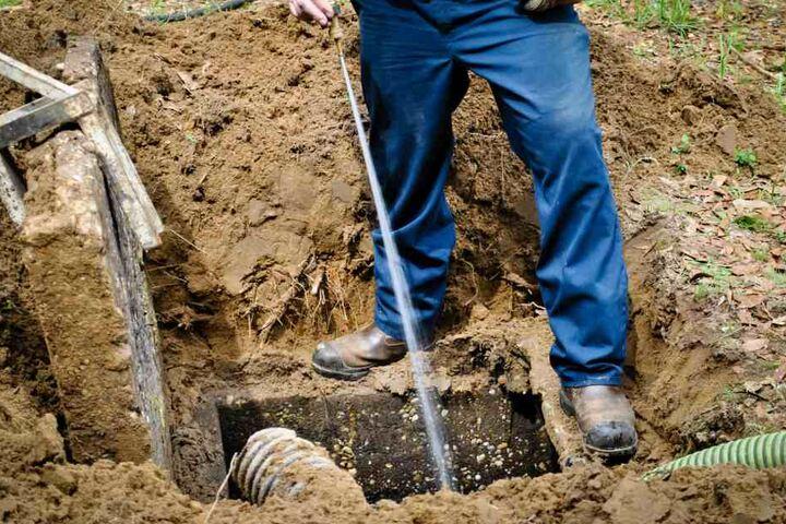 Bei der Abwasserentsorgung sind die Zeiten des Improvisierens vorbei - sonst hagelt es Strafen.
