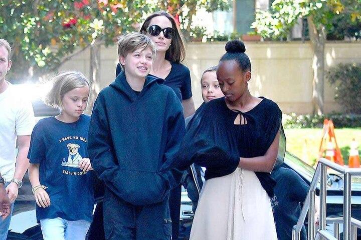 Angelina Jolie (43) will sich künftig allein um ihre Kinder kümmern.