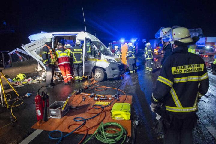 Das Foto zeigt den Unfall, der sich am frühen Mittwochmorgen auf der A5 ereignete.