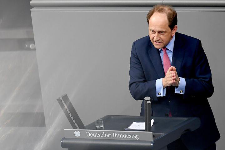 FDP-Fraktionsvize Alexander Graf Lambsdorff (52) forderte Hemmelgarn auf, das Mandat niederzulegen.