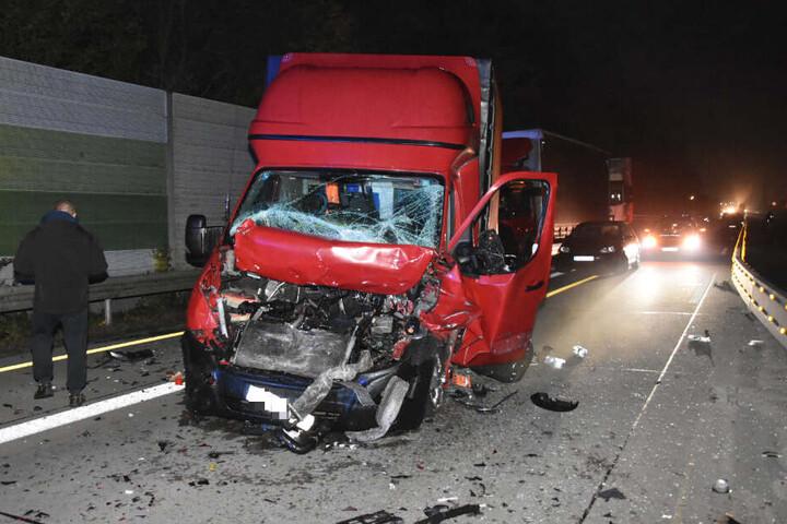 Das Führerhaus wurde bei dem Unfall völlig zerstört.