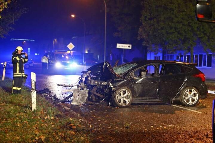 Bei dem Unfall ist der Motor aus dem Ford gerissen worden.